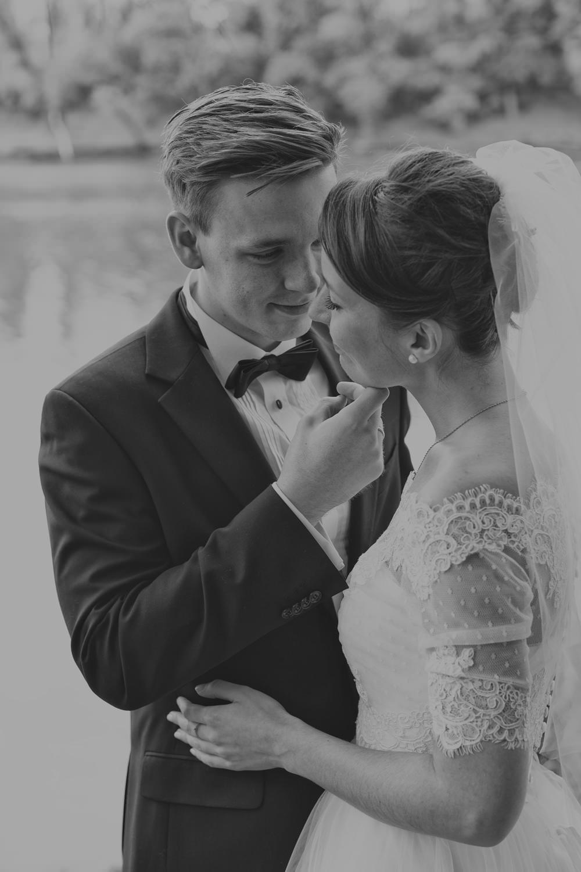 plener ślubny nad Odrą w Głogowie