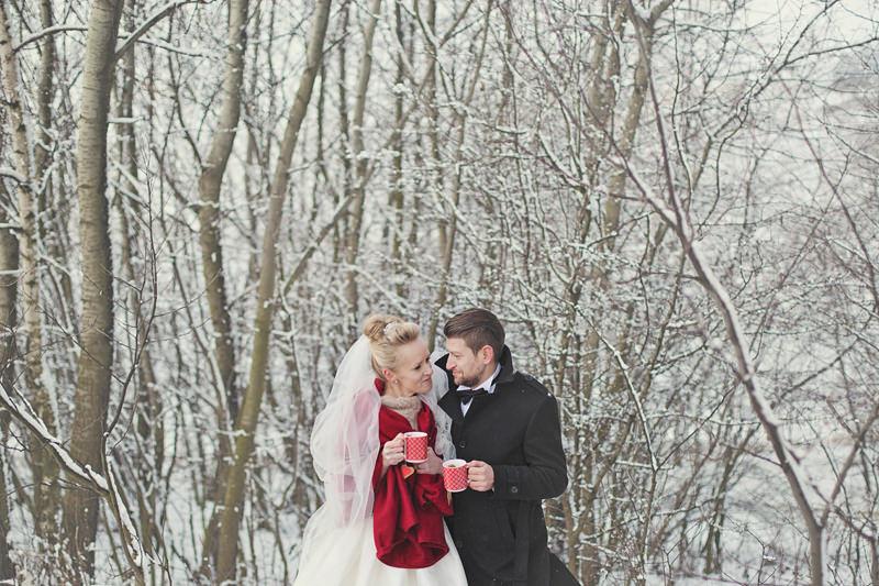 ślubna zimowa sesja zdjęciowa