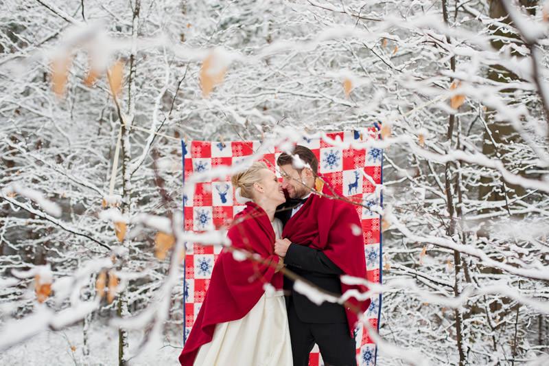 zimowy plener fotograficzny w lesie