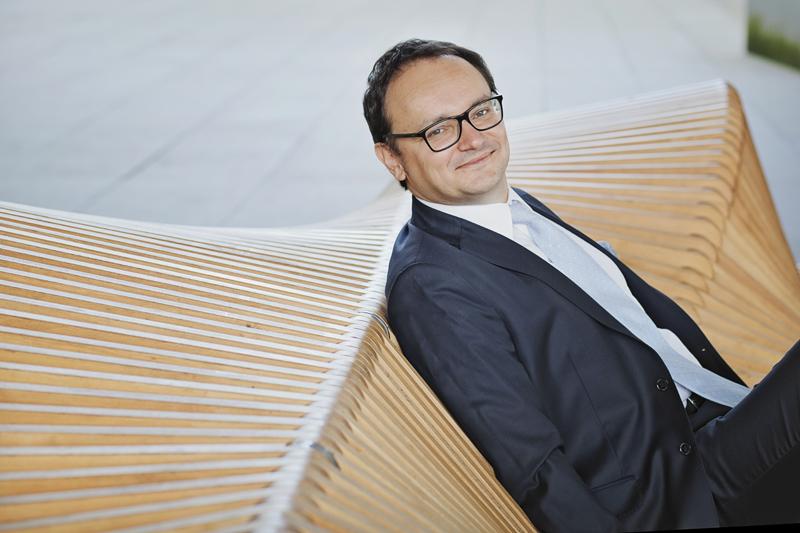 ławka zaprojektowana przez architekta Piotra Żurawia